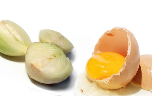 Маска для волос с луком и яйцами