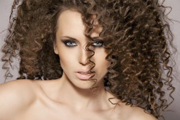 Как накрутить волосы с помощью косичек