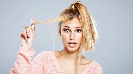 девушка с тонкими волосами