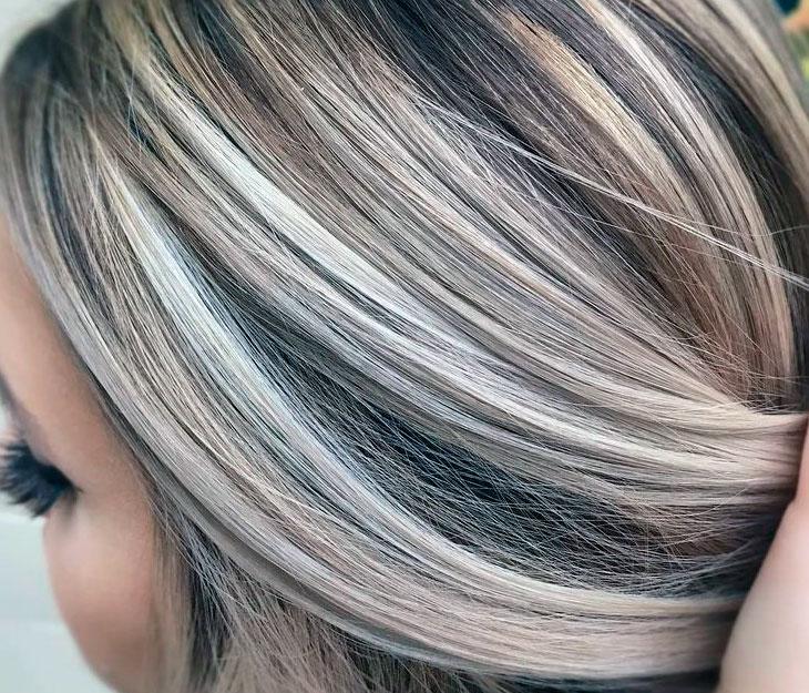 Темно коричневые волосы с мелированием