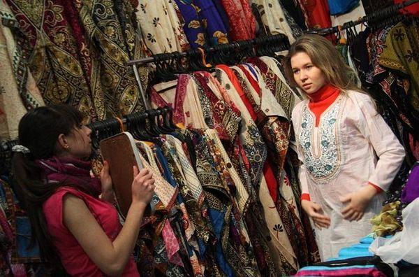 примерку одежды в магазинах