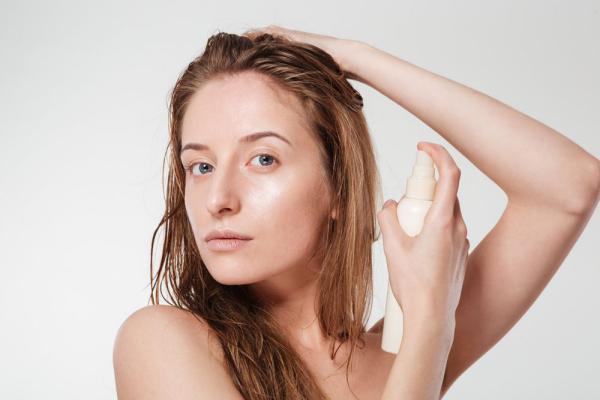 Разглаживающий спрей для выпрямления волос