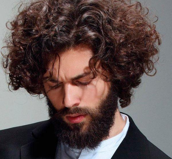 кудрявые пушистые волосы у мужчины