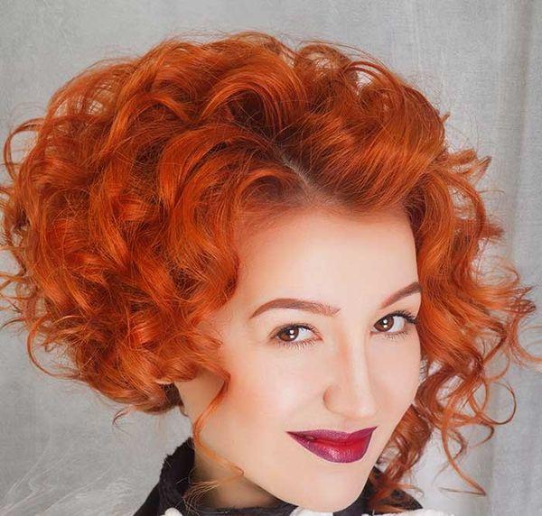 каре на спиралевидные волосы