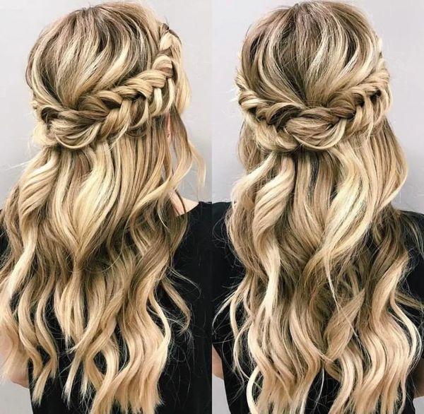Объемные косы с распущенными волосами